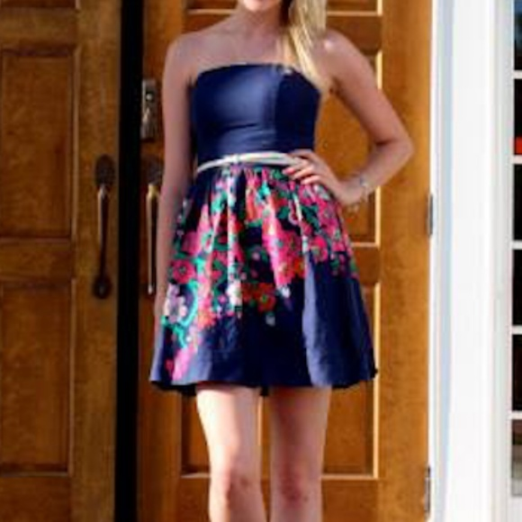 Lilly Pulitzer Dresses & Skirts - Lilly Pulitzer Strapless Floral Print Dress